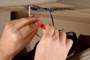 Поменять проводку дома своими руками