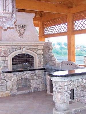 Виды каменных барбекю беседки с барбекю в ландшафте с перепадом по высоте фото