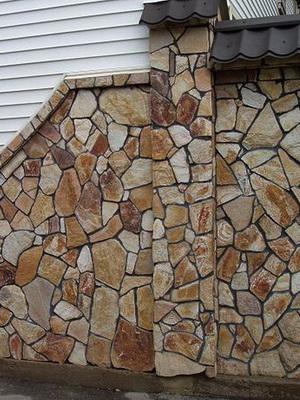 Кладка стен натуральным камнем