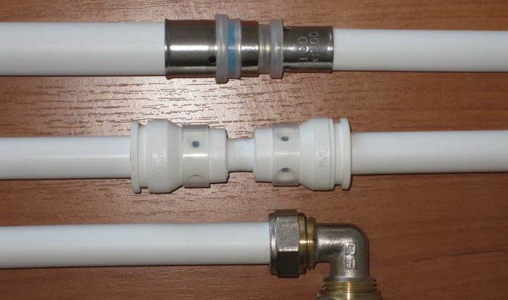 Montaža kovinskih plastičnih ogrevalnih cevi