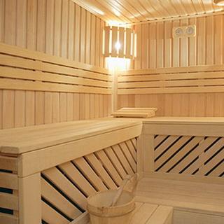 Чем отделать стены внутри бани: отделочные материалы для комнаты отдыха и моечной в бане