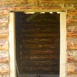 Как установить дверь в срубе бани своими руками, видео установки входной и межкомнатных дверей || Как выпилить дверь в срубе бани