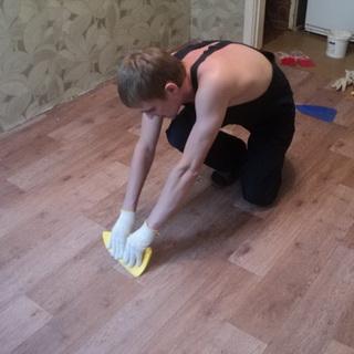 приклеить линолеум на бетонный пол