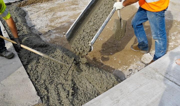 строители бетон