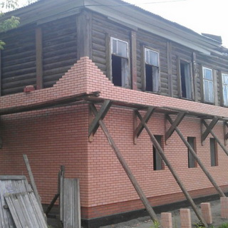 menamatkan rumah dari kayu di luar