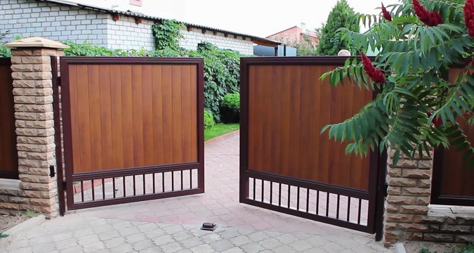 Какие виды ворот и калиток для частного дома бывают: фото, как сделать  своими руками