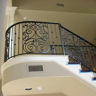 Ограждение лестниц – металлические и деревянные