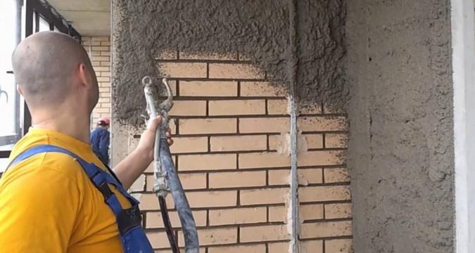 Нанесение мокрой штукатурки на фасад